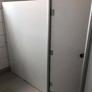 As divisórias sanitárias de laminado melamínico com o melhor preço do estado