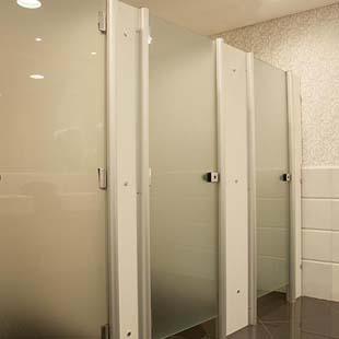 Empresa de divisórias sanitárias experiente e reconhecida
