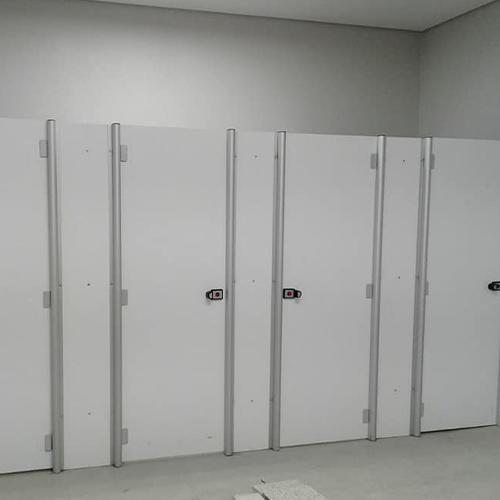 Veja onde encontrar um fabricante de divisórias sanitárias para teatros pelo melhor custo benefício