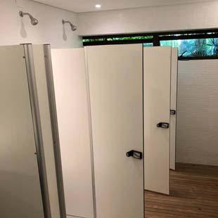 Saiba onde encontrar as melhores condições em porta para banheiro comercial